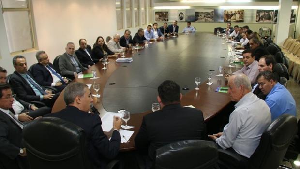 José Eliton garante a deputados emendas no valor de R$ 2 mi para Saúde e Educação
