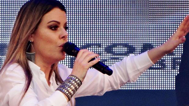 Cantora gospel dá piti e se recusa a tirar foto com fãs. Veja vídeo