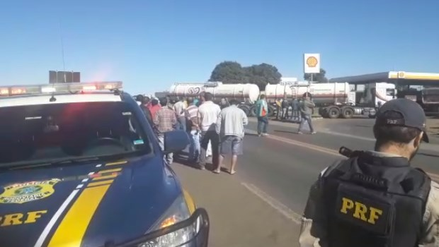 PRF atualiza número de bloqueios em rodovias federais goianas. Confira