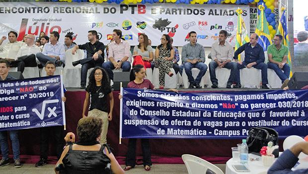 Jovair Arantes promete a estudantes da UEG que vai lutar contra fim de curso de Matemática