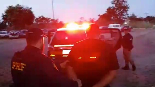 Homem é preso fingindo ser policial civil durante abordagem em Goiás