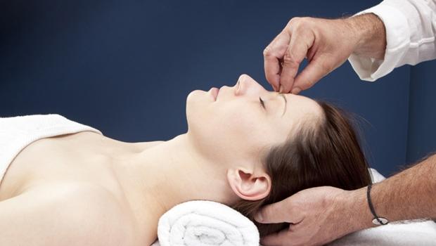 Hipnose é usada como método alternativo de tratamento terapêutico