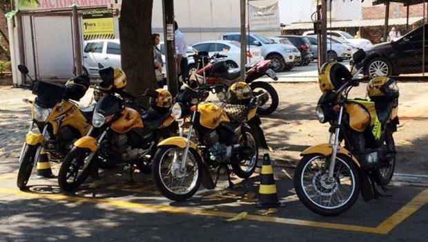 Prefeitura adia assinatura do decreto que regulamenta uso de mototaxímetros