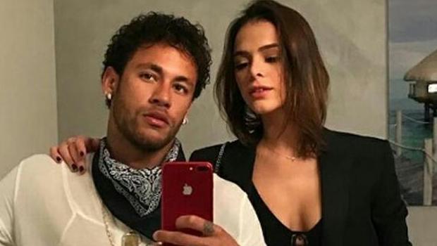 Ao lado de Neymar, Marquezine barra mulheres solteiras e desacompanhadas em camarote