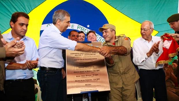 Em Cristalina, José Eliton entrega benefícios e inaugura obras