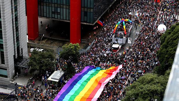 Conscientização política marca 22ª edição da Parada LGBT em São Paulo