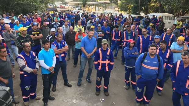 Sem negociação com prefeitura, servidores da Seinfra paralisam serviços