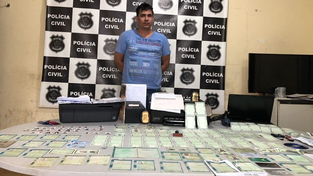 Polícia prende homem com mais de 100 documentos falsos