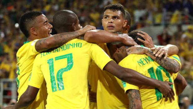 Brasil vence jogo contra Sérvia com placar de 2 a 0 e lidera com folga grupo E