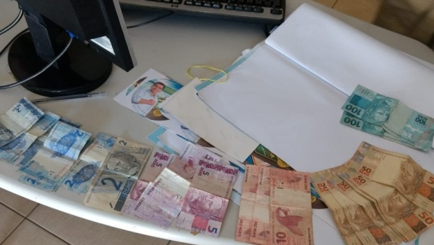 Vereador suspeito de compra de votos é detido com santinhos de Carlos Amastha