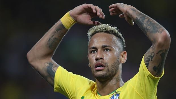 Neymar termina fase de grupos da copa como líder em número de faltas recebidas