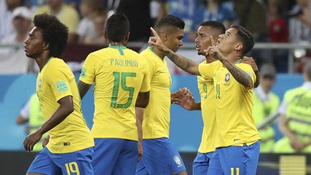Gol do Paulinho no primeiro tempo garante permanência do Brasil como líder do grupo