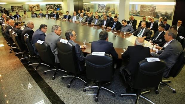 Em encontro com secretários, José Eliton determina cumprimento do plano de governo