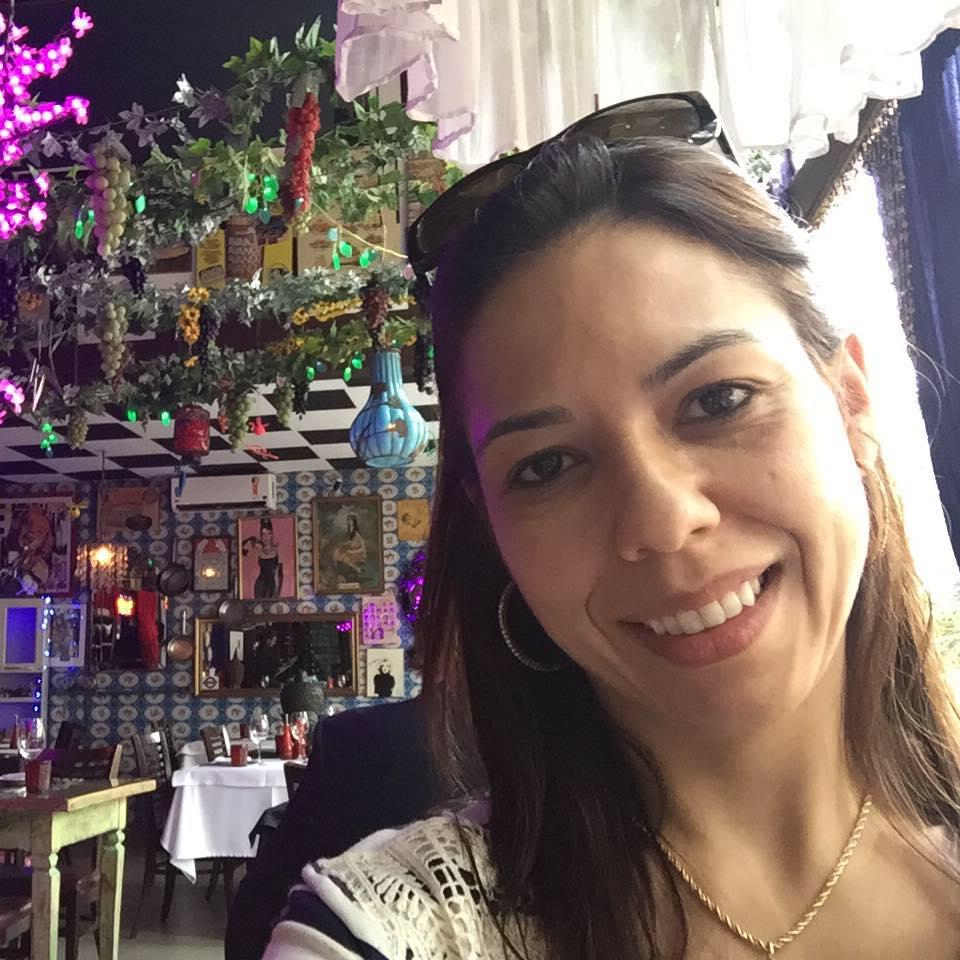 TV Anhanguera demite a jornalista-editora Núbia Lobo Morais