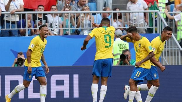 Brasil vence México por 2 a 0 e avança para quartas de final