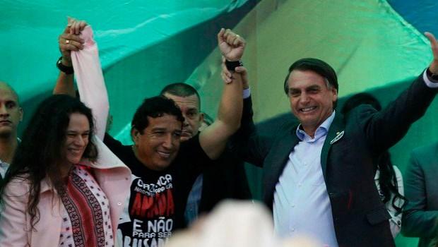 Por Janaína, Bolsonaro desiste de proposta de inflar STF e até revê redução da maioridade penal
