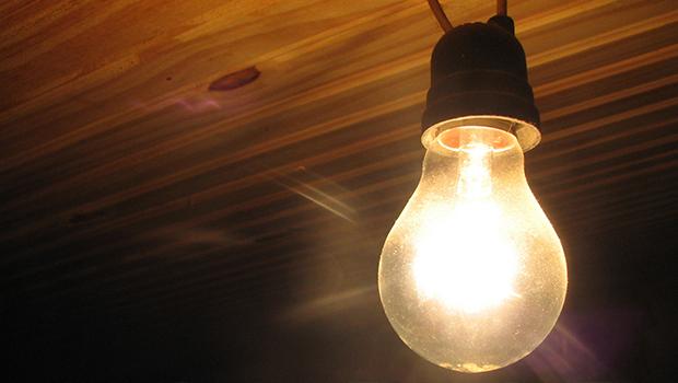 Reajuste passa a valer e preço da energia fica mais caro a partir desta quarta, 22