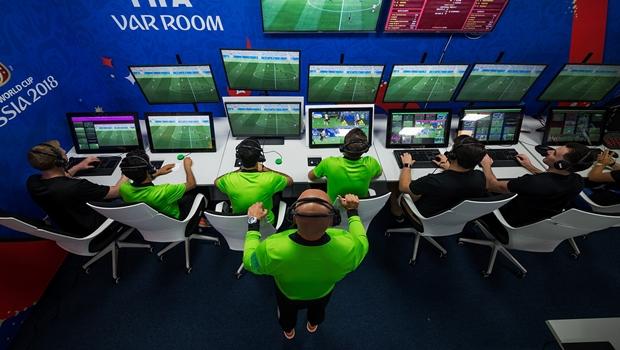 CBF anuncia uso do árbitro de vídeo em 14 partidas da Copa do Brasil