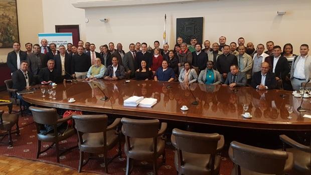Associação Tocantinense dos Municípios participa de congresso municipalista no Uruguai