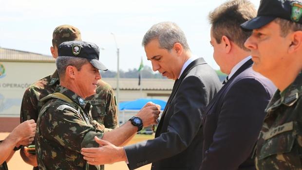 No dia do Soldado, Zé Eliton é agraciado com a honraria da Medalha do Exército Brasileiro