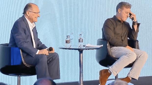 Alckmin confunde Angélica com Eliana em evento mediado por Huck. Veja vídeo