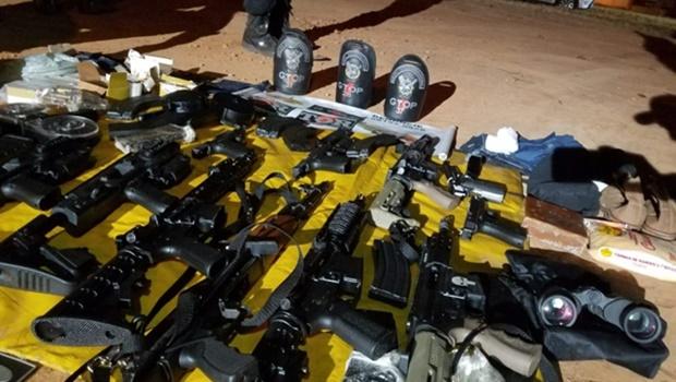 Membros de facção são presos com armamento usado em ações terroristas