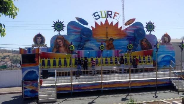Jovem arremessada de brinquedo em parque de diversões recebe alta em Goiás