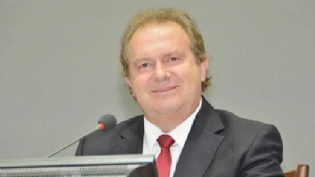 Governo Carlesse reduz folha de pagamento