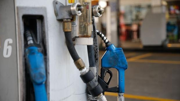 Em nova disparada dos combustíveis, gasolina chega a R$ 5,89 nos postos da capital