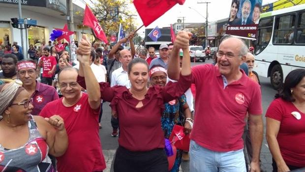 Kátia Maria inicia campanha com caminhada e abre palanque para Lula em Goiás