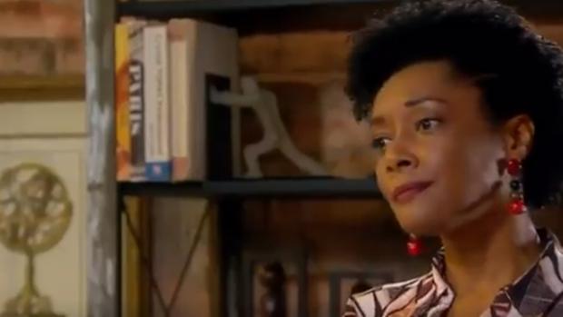 Novela do SBT diz que culpa do racismo é dos próprios negros e gera polêmica. Veja a cena