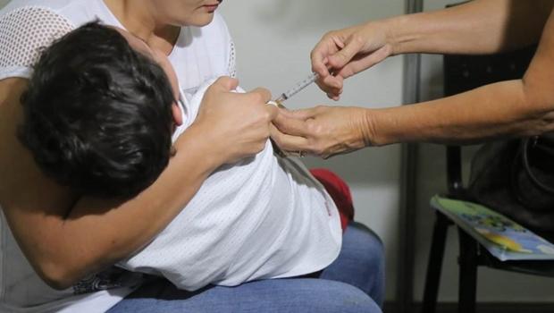 Projeto que obriga apresentação de cartão de vacina em matrícula escolar é aprovado