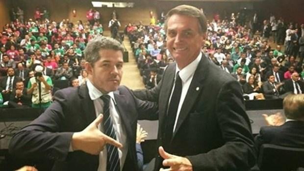 PSL de Bolsonaro diz que Delegado Waldir merece nota dez