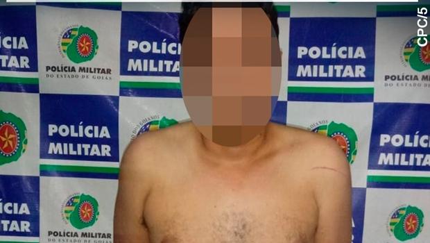 Polícia prende em flagrante homem que tentou matar mulher com facada no pescoço