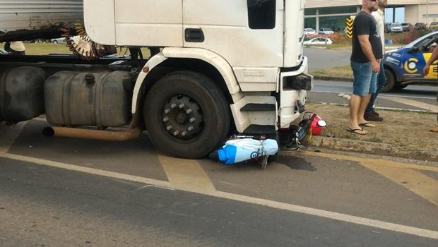 Idoso morre depois de ter moto atropelada por caminhão na BR 050 em Catalão