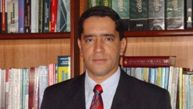 Juiz suspende processo de menor por tributação de honorários advocatícios