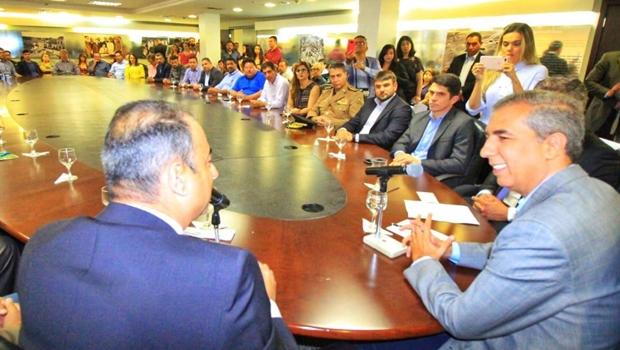 Zé Eliton outorga licença ambiental para geração de emprego e renda em Aparecida