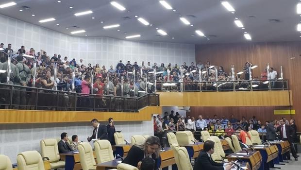 Sob protesto e suspeitas, reforma da Previdência é aprovada na Câmara