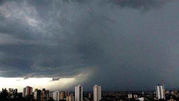 Sul de Goiás deve receber chuvas com raios, rajadas de vento e granizo, diz Defesa Civil