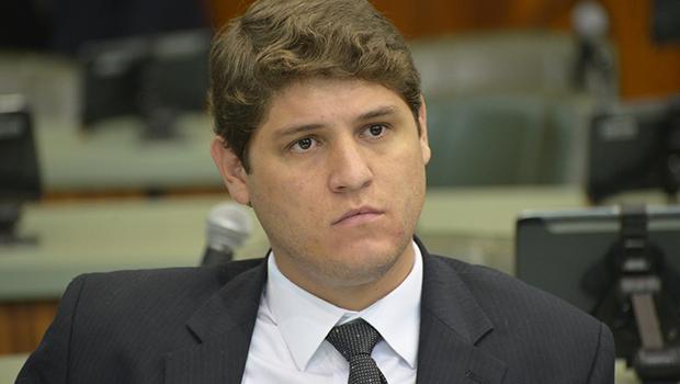 """""""Estão priorizando conchaves"""", diz Lucas Calil sobre fim do orçamento impositivo"""