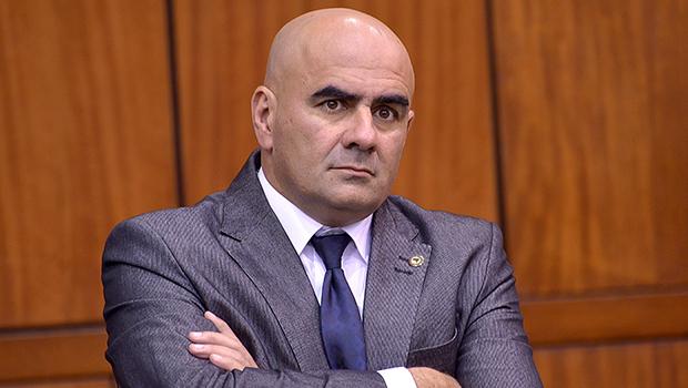 """""""Atitude dos prefeitos tenta reduzir a força não só de uma candidatura própria, mas principalmente reduz a força do MDB"""", diz Paulo Cezar Martins"""