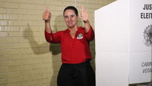 Kátia Maria vota em Senador Canedo e diz estar preparada para governar Goiás