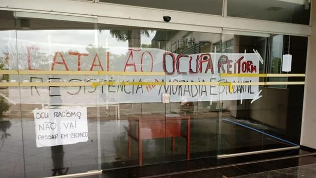 Estudantes desocupam reitoria da UFG após garantia de construção de moradia estudantil