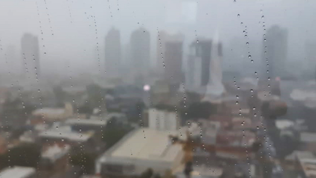 Chove em Goiânia neste domingo (7) de eleição