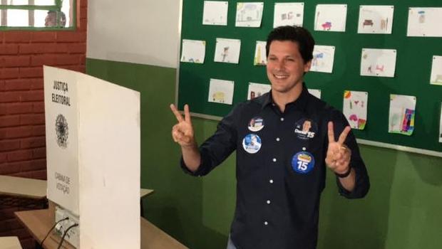 Daniel Vilela vota em Goiânia e diz que indecisos vão garantir segundo turno em Goiás