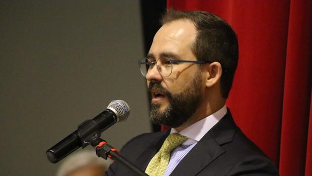 """""""Não há democracia sem política e política sem políticos"""", afirma Lúcio Flávio"""