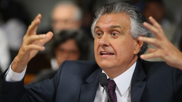Caiado assume governo sob a ameaça de 'bomba fiscal'