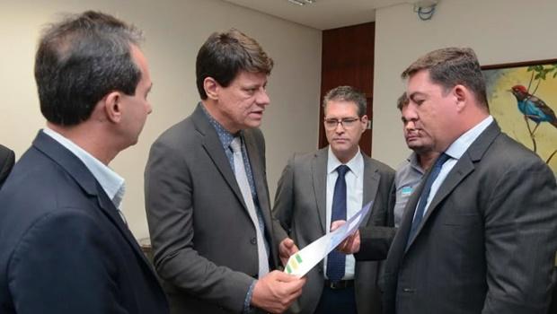 Prefeitos pedem apoio de José Vitti contra PEC apresentada por Bruno Peixoto