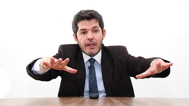 """Líder do PSL na Câmara diz que decisão de ministro do STF que pode soltar Lula é """"insana"""""""