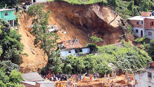 Sobe para dez o número de mortos em deslizamento no RJ